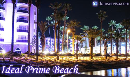 Вид на отель Ideal Prime Beach ночью с моря