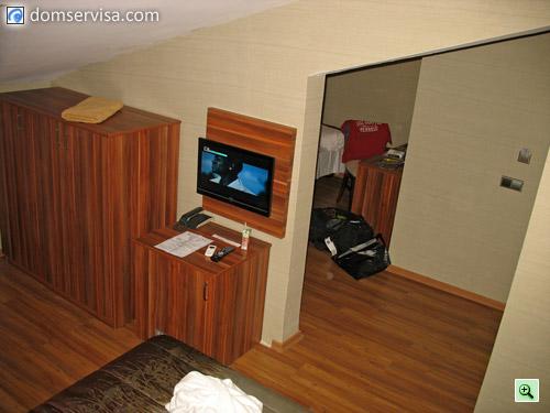LCD телевизор в номере