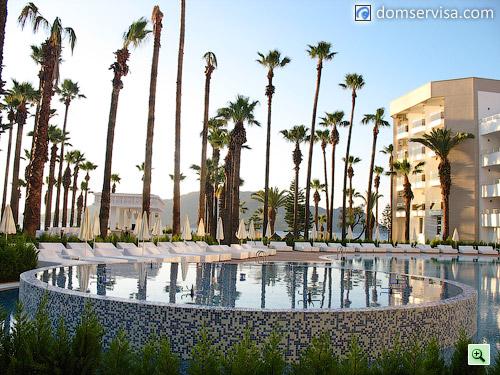 Центральный бассейн отеля Ideal Prime Beach