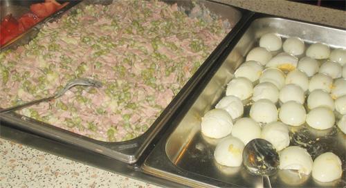 Салат оливье, яйца на ужин в отеле Сореа Любовня