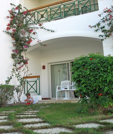 Выход из нашей комнаты (наш балкон) отеля Sol Cyrene
