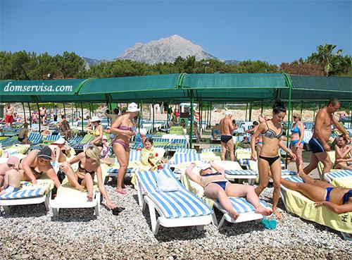 Вид на отдыхающих и турецкие горы, Текирова