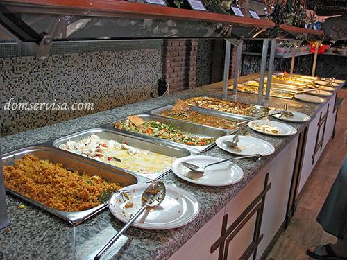 Гарячие блюда: рис, курица в сметане, жаренные баклажаны, запеканка