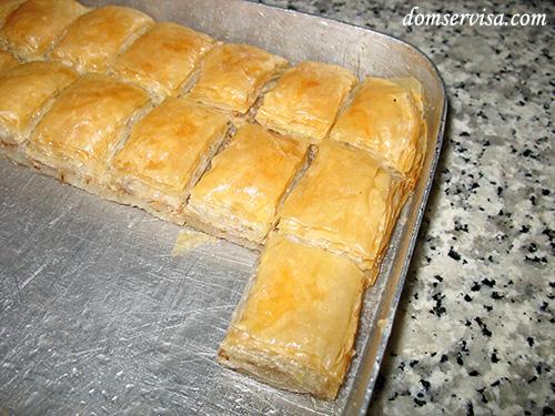 Турецкие сладости из слоеного теста пропитанные медом