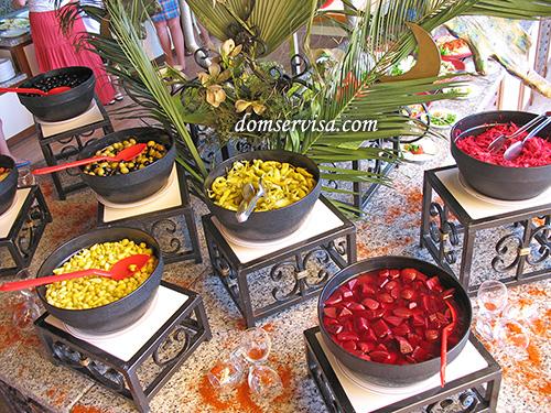 Турецкие перчики, замоченная свекла, квашеная капуста
