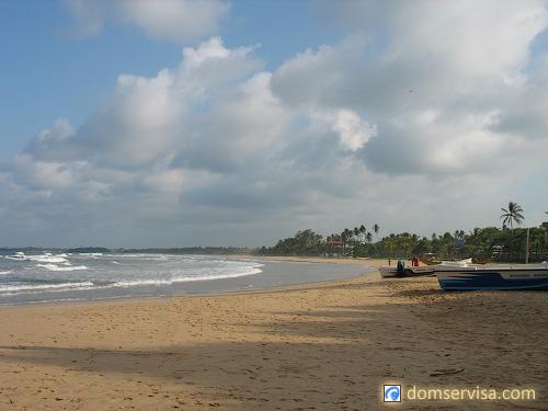 Пляж Индийского океана возле отеля Vivanta By Taj