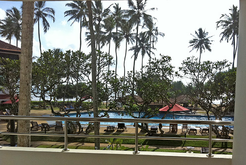 Вид из балкона в номере отеля Tangerine Beach на океан