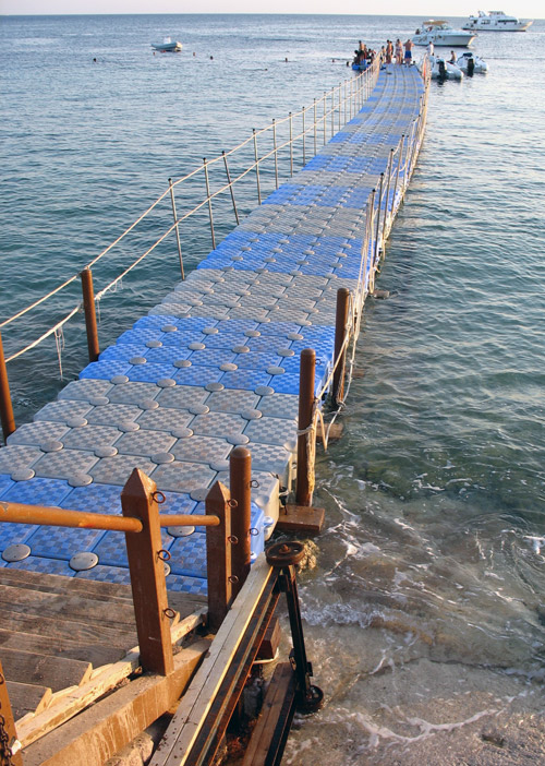 Понтон отеля Tiran Island Corinthia вид сверху